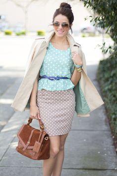 polka dot + polka dot, blue belt and brown bag, interesting and creative