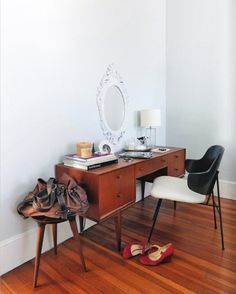 30 Elegant Mid-Century Dressing Tables And Vanities | DigsDigs