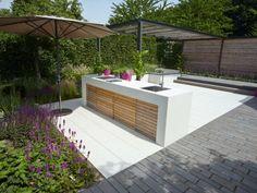 Schloß Dyck - Moderne Wohnküche im Freien.