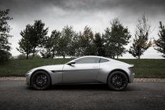 James Bond : l'Aston Martin DB10 intègre un lance-flammes