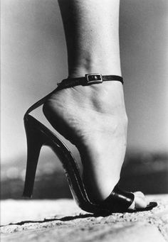 What a foot! Love it, Haroun (Helmut Newton) #photography #sexy #shoes www.goachi.com