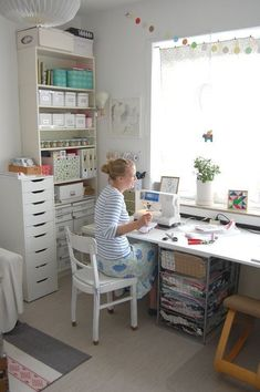 Sewing rooms - Best Small Craft Room and Sewing Room Design Ideas On a Budget – Sewing rooms Sewing Room Storage, Sewing Room Design, Craft Room Design, Sewing Room Organization, Craft Room Storage, Sewing Studio, Storage Ideas, Yarn Storage, Craft Space