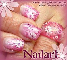 Airbrush Nailart mit einem passenden Ring