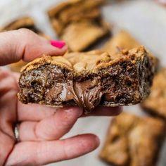 Exisitas galletas rellenas de chocolate derretido