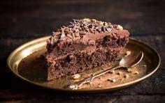 Slasna i moćna: Čokoladna torta od koje će svi tražiti parče više Biscuits, Cassoulet, Holiday Crafts, Chocolate Cake, Good Food, Plates, Cooking, Desserts, Recipes