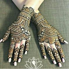Gorgeous rakhi mehndi designs for new moms. Minimalist and trendy! Check them out now and beautify your hands. Wedding Henna Designs, Engagement Mehndi Designs, Basic Mehndi Designs, Back Hand Mehndi Designs, Latest Bridal Mehndi Designs, Indian Mehndi Designs, Henna Art Designs, Mehndi Designs For Girls, Beautiful Henna Designs