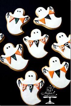 Ghost Cookies { cUte cookies for Halloween } . Halloween Snacks, Dulces Halloween, Postres Halloween, Dessert Halloween, Halloween Cookie Recipes, Halloween Cookies Decorated, Halloween Sugar Cookies, Halloween Goodies, Disney Halloween