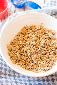 Tired of graham cracker crusts? This 5 ingredient, brown sugar, easy oatmeal pie crust makes the most delicious and unique base to creamy, no-bake pies. Easy Pie Crust, Gluten Free Pie Crust, Pie Crust Recipes, Pie Crusts, Vegan Oatmeal, Baked Oatmeal, Blueberry Recipes, Oatmeal Recipes, Oatmeal Pie Crust Recipe