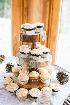 wedding cupcakes by Blue Moon Bakery http://www.weddingchicks.com/2013/09/03/rubywood-house/