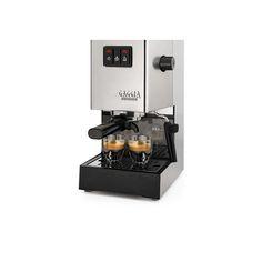 Masina de cafea Gaggia Classic este combinatia perfecta intre traditie si un espresso de calitate, casetate intr-un corp atemporal din otel inoxidabil. Acest espressor dispune de un boiler din otel inoxidabil si un suport de filtru profesional. Cafeaua espresso este apreciata de foarte multi oameni, asadar aparatul este unul ideal atat pentru acasa dar si pentru birou.