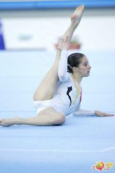 Types Of Gymnastics, Amazing Gymnastics, Gymnastics Pictures, Sport Gymnastics, Artistic Gymnastics, Gymnastics Leotards, Dancer Photography, Gymnastics Photography, Sixpack Workout