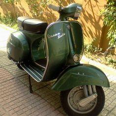Piaggio Vespa, Vespa Ape, Lambretta Scooter, Vespa Scooters, Vintage Vespa, Vintage Italy, Retro Scooter, Scooter Bike, Vespa Rally