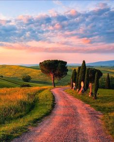 Sun sets over the hills (Tuscany, Italy) by Fabrizio Lunardi on 500px