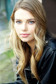 I think this could be the actress... Indiana Evans...