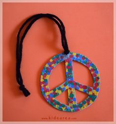 Vbs Crafts, Preschool Crafts, Paz Hippie, Peace Crafts, 1st Grade Crafts, World Peace Day, Friendship Theme, Harmony Day, Art Activities
