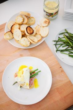 Grilled Asparagus with Proscuitto and Egg… so easy and oh so good! Great for breakfast, lunch or brunch.