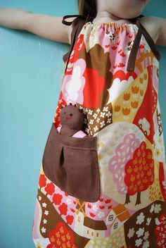 What an adorable pillowcase dress. I want to make this for my niece. Look, it even comes with a dolly. :-P