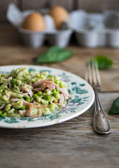 Spatzle al basilico con panna, piselli e prosciutto