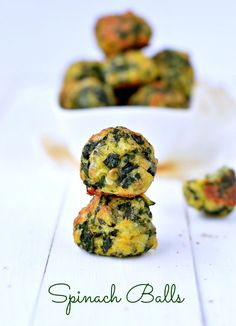 Spinach balls Are you looking for healthy appetizers? Those Spinach balls are very easy appetizer made in few minutes using only 5 ingredients. Spinach Appetizers, Gluten Free Appetizers, Yummy Appetizers, Appetizers For Party, Appetizer Recipes, Gluten Free Party Food, Greek Appetizers, Baby Food Recipes, Low Carb Recipes