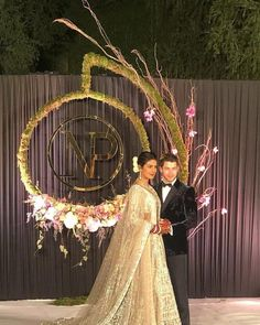 Are The First Photos & Deets From Priyanka's Delhi Reception! Here Are The First Photos & Deets From Priyanka's Delhi Reception! Wedding Ceremony Ideas, Desi Wedding Decor, Wedding Hall Decorations, Wedding Reception Backdrop, Wedding Mandap, Reception Party, Wedding Entrance, Dress Wedding, Indian Wedding Stage