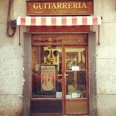 Guitarrería Álvarez #madrid  #madridmadrid #huertas #barriodelasletras #retro #fachadasquemolan #tiendasquemolan - taken by @charlyrek - via http://instagramm.in