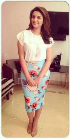 12 Stylish Parineeti Chopra Dresses to Copy This Year Bollywood Girls, Indian Bollywood, Bollywood Fashion, Bollywood Actress, Tamil Actress, Cute Celebrities, Indian Celebrities, Bollywood Celebrities, Celebs