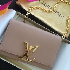 Fashion Designers Louis Vuitton Outlet, Let The Fashion Dream With LV Handbags At A Discount! New Ideas For This Summer Inspire You, Time To Shop For Gifts, Louis Vuitton Bag Is Always The Best Choice, Get The Style You Love From Here. Purses And Handbags, Fashion Handbags, Fashion Bags, Fashion Fashion, Hermes Handbags, Gucci Bags, Handbags Online, Coach Handbags, Coach Purses
