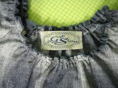 Bluse Imke Ausschnitt mit selbstgesticktem Label