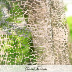 Arricchite le vostre tende o sovratende con il divertente effetto scacchiera del tessuto Granito. Lo trovate presso i nostri rivenditori: http://www.fischbacher.com/it/contact-map