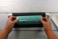 One of the pains of applying vinyl to cups and tumblers is the fact they like to roll away. So today I'm going to show you how to make this tumbler holder that will make applying vinyl super easy. Tumbler Diy, Tumbler Cups, Diy Wine Glasses, Glitter Glasses, Vinyl Tumblers, Custom Tumblers, Cricut Tutorials, Cricut Ideas, Pvc Vinyl