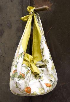 para hacer un bolso asi ...........lo unico que nesecitas en un retazo de tela de algodon, de preferencia y el unico requisito que no deb...