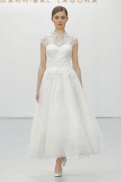 Brautkleider mit Bateau-Ausschnitt für Bräute mit einem Schwanenhals 2016: Romantik pur! Image: 2
