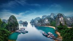 Vietnam boasts amazing nature, beaches, luxurious resorts and affordable vacation plans. Check out these ten great destinations and find out which place in Vietnam is the most popular among the tourists in the world! Travel News, Asia Travel, Vietnam Travel, Hanoi, Vietnam Image, Vietnam Holidays, Ha Long Bay, Red River, Stock Foto