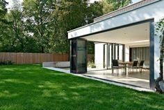 Üveghomlokzattal is biztonságban! Folding Patio Doors, Open Plan Kitchen Living Room, Midcentury Modern, Bungalow, Facade, New Homes, Outdoor Decor, Outdoor Ideas, Design
