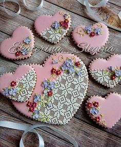 Wowww really nice for Mother's Day Lace Cookies, Sweet Cookies, Biscuit Cookies, Royal Icing Cookies, Fun Cookies, Sugar Cookies, Heart Cookies, Decorated Cookies, Valentines Day Cookies