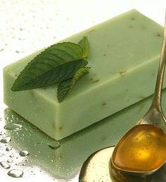mint honey bar essential oils, goat milk, fruit, green tea, clay, seaweed, honey, beeswax, olive oil, coconut oil, herbs, mint, spring water