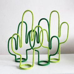 Para tudo!!! Quero esse tricotim de borboleta pra mim urgente! Tricotim é uma tendencia muito linda e amo! É muito mimoso, decorativo! ... Cactus Craft, Cactus Decor, Cactus Diys, Wire Crafts, Diy And Crafts, Arts And Crafts, Beaded Crafts, Spool Knitting, Mexican Party