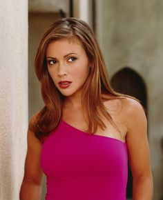 Charmed - Alyssa Milano was another of my style inspirations phoebe halliwell Alyssa Milano Hair, Alyssa Milano Charmed, Alicia Milano, Phoebe Charmed, Serie Charmed, Charmed Tv, Holly Marie Combs, Rose Mcgowan, Allyssa Milano