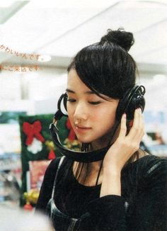 Japanese girls with headphones Sweet Girls, Cute Girls, Yu Aoi, Girl With Headphones, Mori Girl, Asian Style, Japanese Girl, Asian Beauty, Actresses