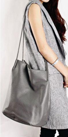 CRINKLED LEATHER SHOPPER TOTE (GREY)