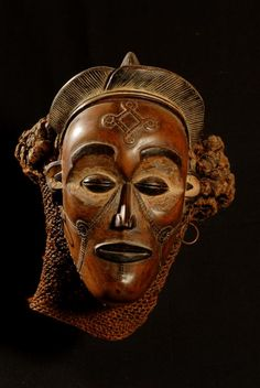 "Masque pwo - Chokwe - Angola Zaire 162.jpg - Masque ""pwo"" - Chokwe - Angola / Zaïre 162"