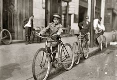 Here's a collection of some of amazing vintage photographs that capture everyday life of American children from the to the . Old Pictures, Old Photos, Vintage Photographs, Vintage Photos, Shorpy Historical Photos, Lewis Hine, New Bicycle, Bike, Vintage Cycles