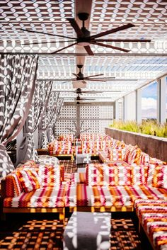 Stay at the Kimpton Rowan Hotel in Palm Springs has one of the best rooftop patios in Palm Springs, it's a dessert retreat, The Taste SF Rooftop Decor, Rooftop Design, Rooftop Lounge, Rooftop Restaurant, Rooftop Terrace, Rooftop Gardens, Palm Springs Restaurants, Palm Springs Hotels, Palm Springs Style