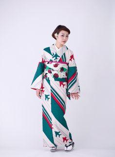 Sebastien lebegue/prestel publishing ink and jets: a kimono by modern antenna, a kimono house in kyoto that Japanese Kimono, Japanese Fashion, Photography Women, Beauty Photography, Modern Kimono, Woman Drawing, Beauty Hacks Video, Kimono Dress, Yukata