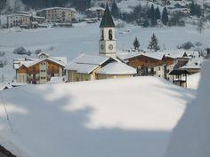 Beleef een uitstekende wintersport in Andalo! Andalo ligt op een hoogte van 1050 meter, aan de voet van de Dolomiti di Brenta en de Paganella. Dit levendige skidorp wordt omringd door naaldbomen en heeft een centrale ligging. De meeste liften in dit dorp zijn te voet bereikbaar. In het sfeervolle centrum zijn een groot tal aan goede restaurants en gezellige bars te vinden. Naast het skiën zijn er ook vele andere winterse activiteiten te doen, zoals schaatsen en rodelen.