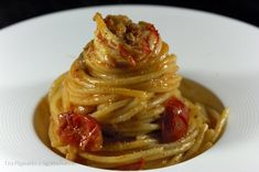 Spaghettoni con gamberoni, pomodorini, capperi e bottarga