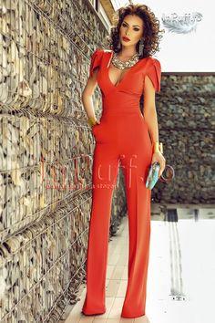 salopeta eleganta corai cu pantalon lung evazat Lunges, What To Wear, Overalls, Hair Beauty, Women's Fashion, Dresses, Jumpsuits, Pants, Elegant