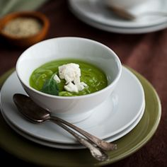 CREAMY SPINACH AND BROCCOLI SOUP - Cream of broccoli soup, which is a very popular recipe, is usually made with broccoli, stock and cream or milk. In this version we add spinach for a super nutritious and healthy meal. Get the recipes here http://www.cambooza.com/recipes/creamy-spinach-and-broccoli-soup