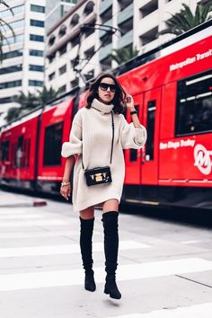 10 vestidos y faldas con botas largas perfectos para Navidad y Año Nuevo   Mujer de 10 Winter Mode Outfits, Fall Outfits, Casual Skirt Outfits, Stylish Outfits, Casual Attire, Thigh High Boots Outfit, Knee Boots, Oversized Grey Sweater, Big Sweater