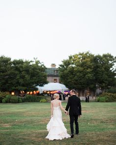 Today we are super excited to be heading back to Eolia Mansion at Harkness State park! Going to be a fabulous wedding! #ccblct #CCBL #weddinginspiration #weddinginspo #weddingplanner #weddingdesigner #ctweddingplanner #ctweddingdesigner #shorelinewedding #ctshorelinewedding #harknessmemorialstatepark #eoliamansionwedding #eoliamansion #gettingitdone #hustle Thank you to @vickipluserik for this wonderful photo from Dan and Ashley's 2015 Wedding!